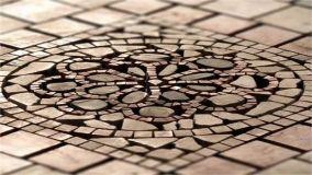 Decorare casa con l'intramontabile rosone per pavimento