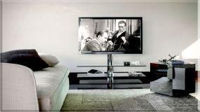 Pratici ed eleganti porta TV in vetro per il living