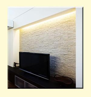Striscia led in struttura di cartongesso per illuminare la zona tv, immagine by blog.with1.co.jp