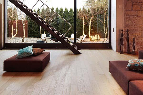 Pavimento rovere sbiancato Armony Floor in ambientazione moderna.