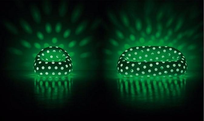 Divano e poltrona Airball Armchair con luce verde di Plust