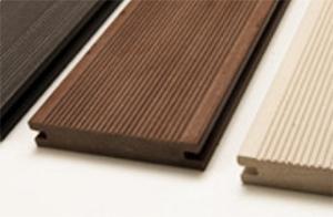 Listoni di PlasticWood, di aspetto simile al legno. By Parquet Livorno.