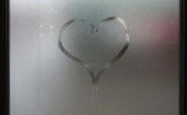 Se la temperatura di abbassa, il vapore si condensa in piccole goccioline d'acqua.