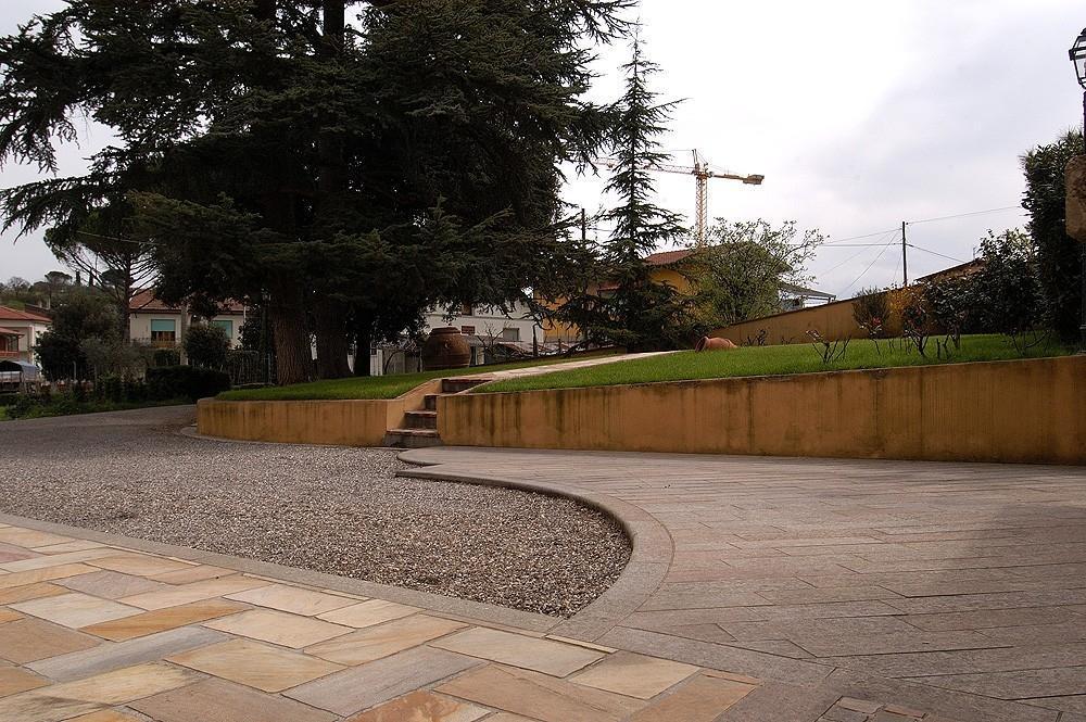 Foto pavimentazioni per giardino - Pavimentazione giardino in pietra ...