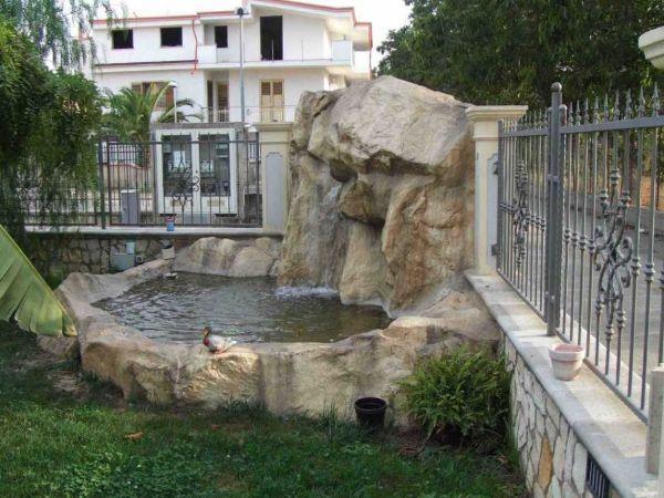 Rocce artificiali fontana in giardino di ARTSTONE