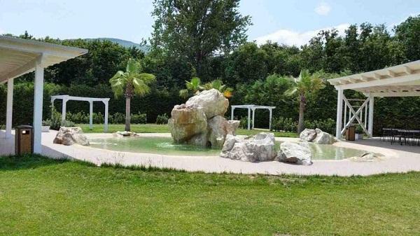 Rocce artificiali in giardino di ARTSTONE