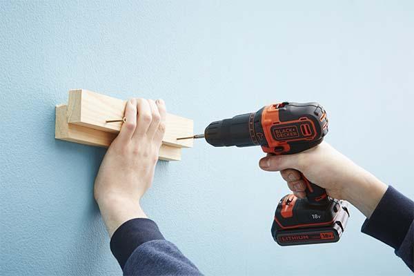 Fai da te mobili: Installazione delle staffe al muro