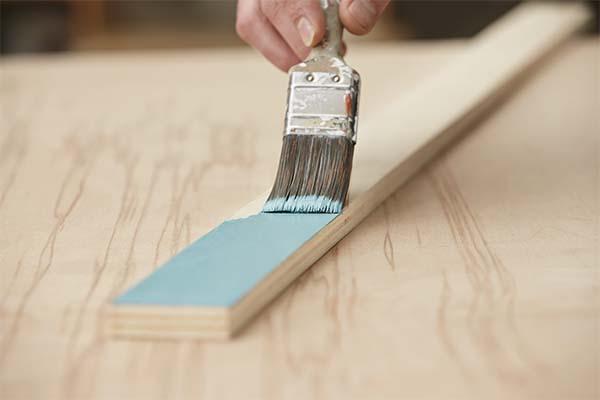 Mobiletti ingresso: tinteggiatura dei listelli in legno