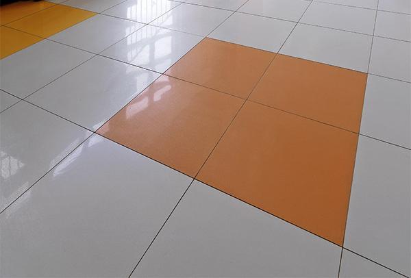 Pavimento in gres porcellanato cristallizzato SistemA, di Marazzi.
