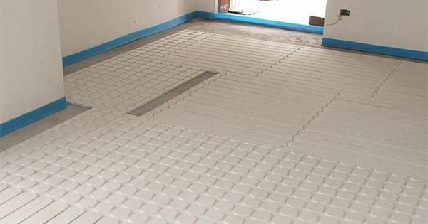 Riscaldamento a pavimento a secco con il sistema Sisterm 18 dell'omonima azienda.