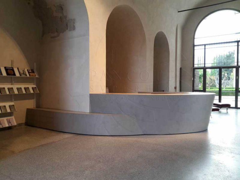 Bancone receprtion Museo della Città di Mantova realizzato da Pancotti Superifici