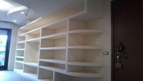 Pareti in cartongesso per nicchie, librerie e cabine armadio