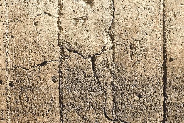 Convessure polverizzate in muratura di tufo