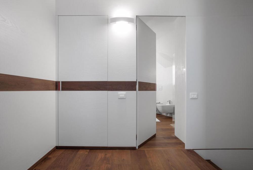 Porte interne filo muro di Eclisse, modello Syntesis® Line battente