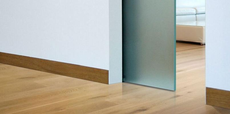 Battiscopa per porte filo muro Eclisse