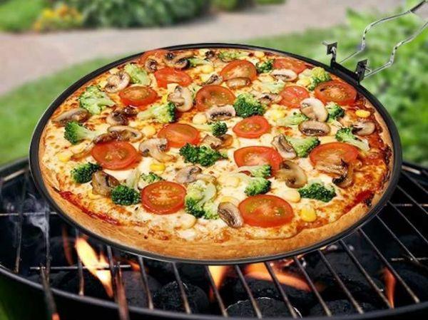 Padella grill antiaderente per pizza sul barbecue