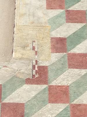 Intonaco tardomedievale con decorazione geometrica.