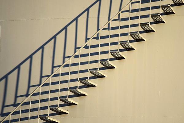 Scala con scalini a sbalzo