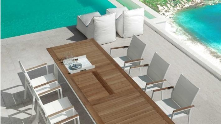 Tavolo da esterno Talenti Timber con piano in teak e struttura alluminio