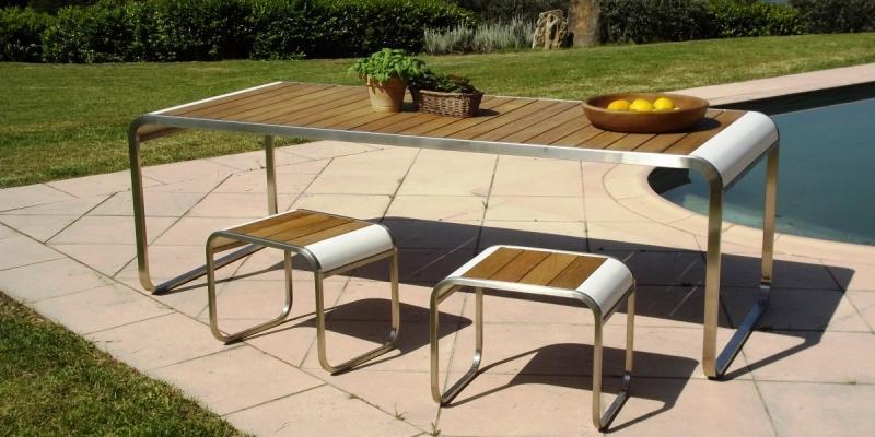 Tavolo Wave Lgtek in legno, metallo e inserti curvi in corian
