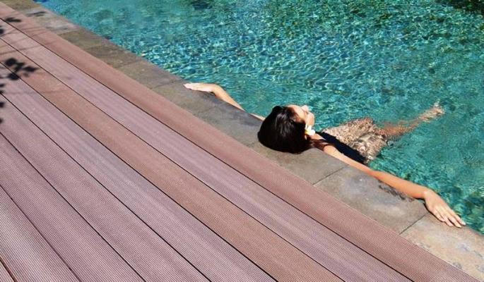 Bordo piscina IN&OUT in legno composito