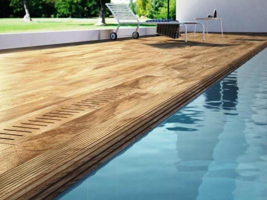 Bordo piscina in gres presagomato effetto legno IN&OUT