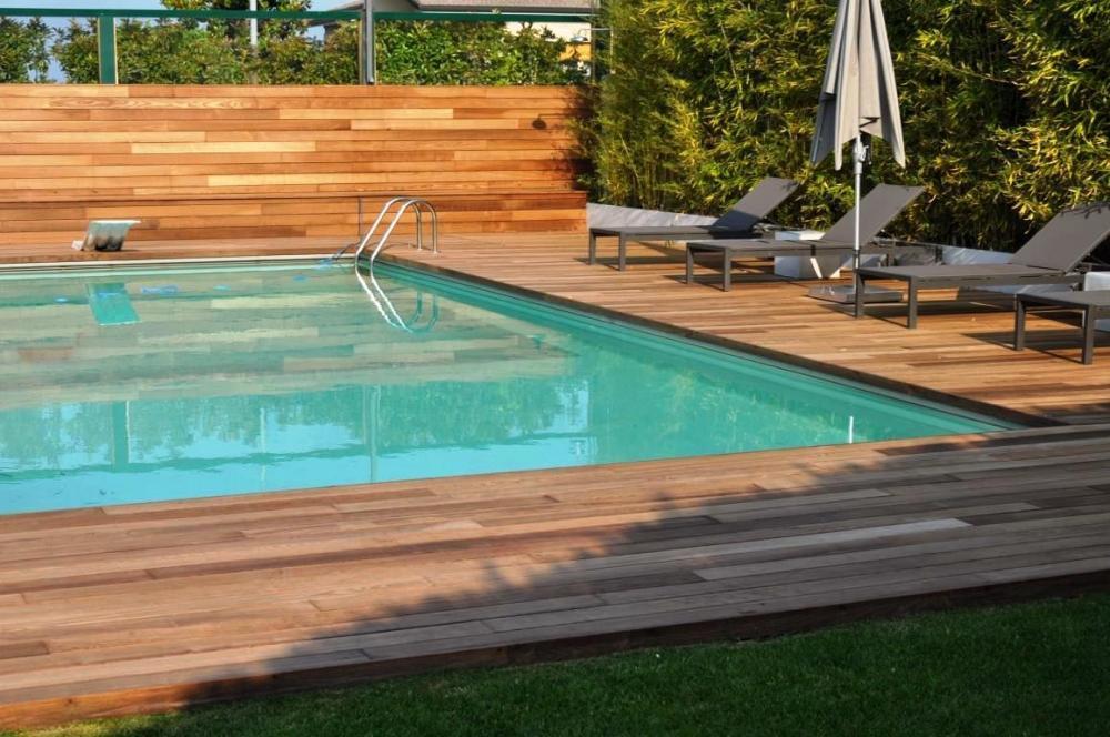Foto pavimentazione bordo piscina for Bordo piscina legno