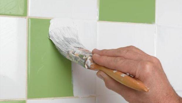Come rinnovare pavimentazione e piastrelle di casa ricorrendo a vernici e smalti