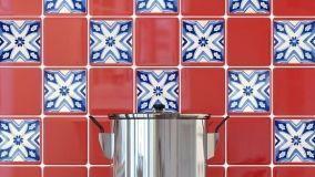 Adesivi per piastrelle: rinnovare la casa senza l'intervento del piastrellista
