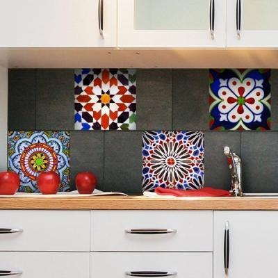Gli adesivi per piastrelle in bagno e in cucina