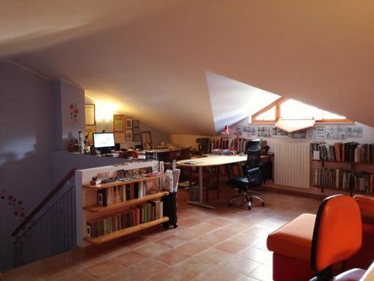 Studio dt Arch & Art libreria con mensole