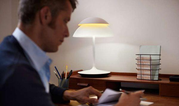 Lampada da tavolo smart Heu Beyond di Philips
