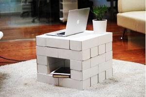 Sostegno per PC realizzato con i mattoni in cartone Edo