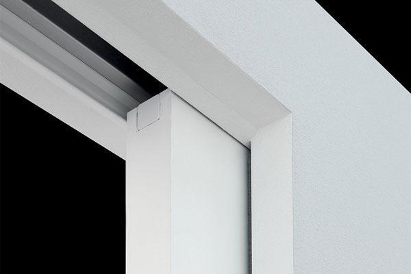 Dettaglio finitura di un controtelaio Eclisse per porta scorrevole