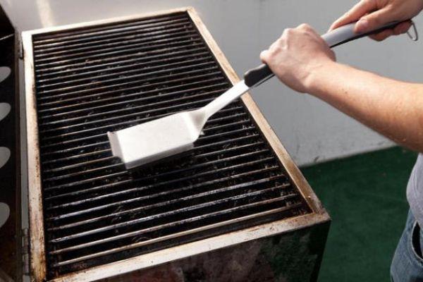 Spazzolare la griglia