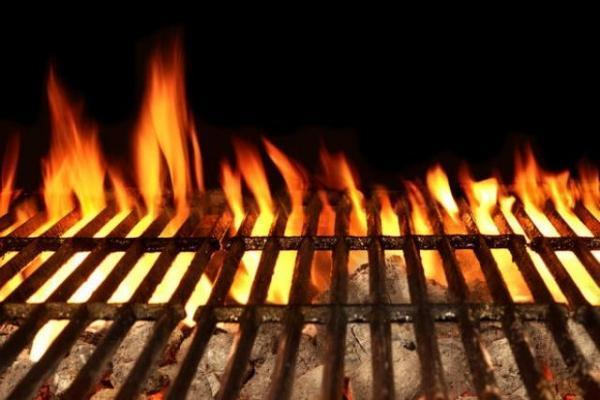 Fiamme sul barbecue