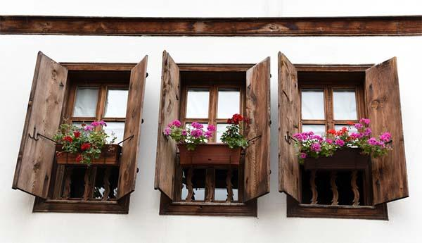 Manutenzione di serramenti esterni in legno - Sostituzione vetri finestre ...
