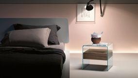 Comodini trasparenti leggeri, ariosi ed eleganti per le camere da letto