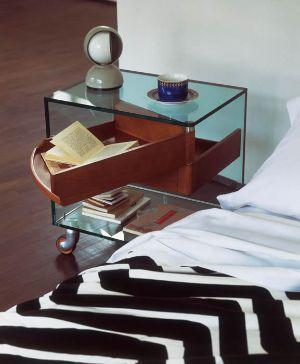 Comodino Venerdì trasparente con cassetti in legno di Tonelli Design