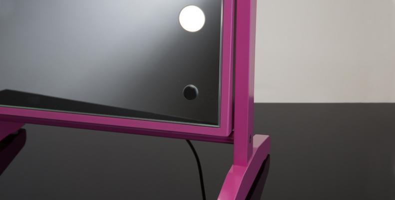 Cornice e base specchio makeup con 6 luci mod. LTV full mirror di Cantoni
