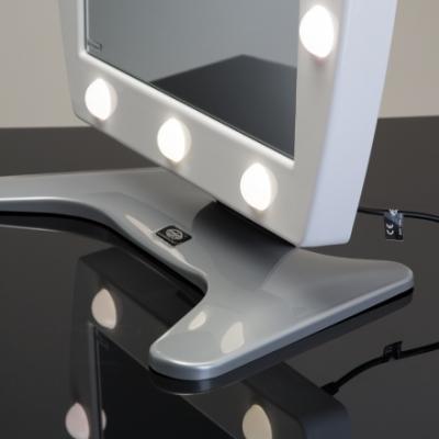 Specchio con luci trucco mod.MDT in metacrilato bianco di Cantoni