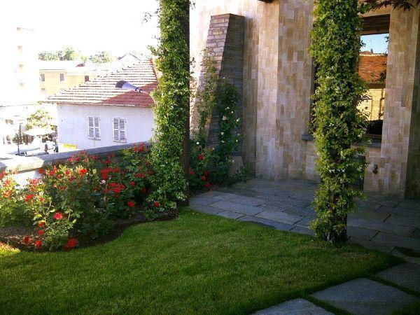 Giardino pensile su terrazzo privato, di Harpo Verdepensile