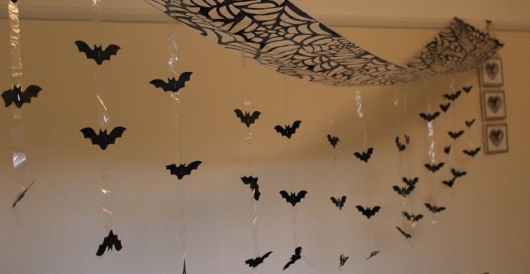 Festone a pipistrelli per Halloween su Amazon