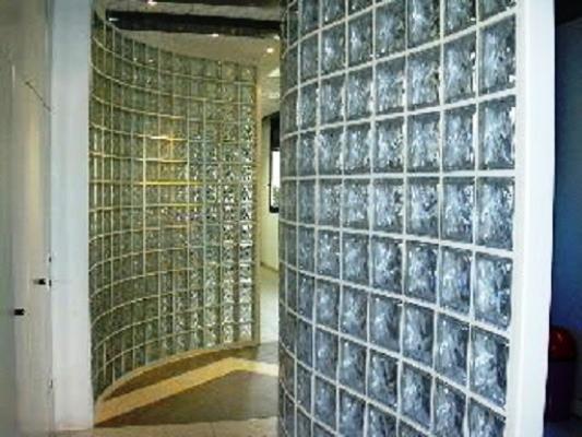 Divisori di Vetromattone per schermare e illuminare gli spazi di casa