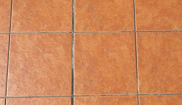 Pavimento moderno in cotto con superficie rustica