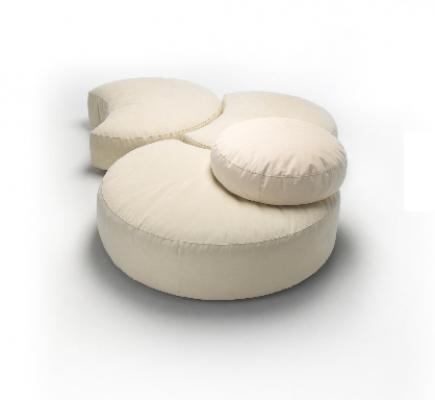 Sedute in poliuretano: composizione modulare di pouf by Materia Applicata.