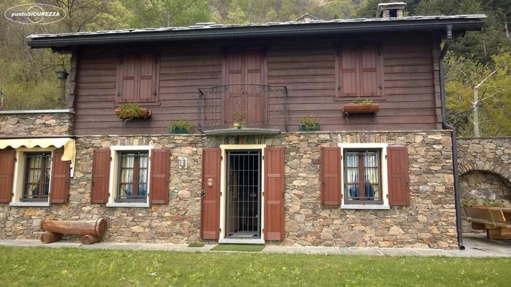Inferriate installate in villa di montagna
