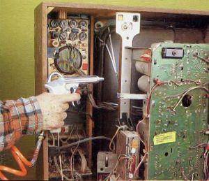 Impiego del compressore per la pulizia dalla polvere
