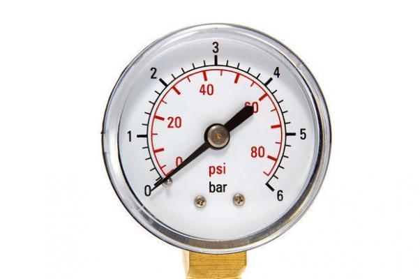 Misurazione della pressione dell'aria del compressore in bar