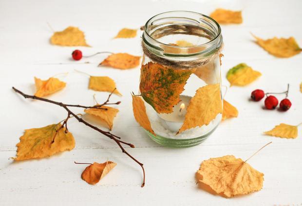 Porta candele fai da te con foglie autunnali